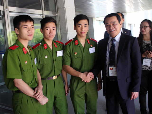 Mr. Dang Xuan Khang visited and encouraged the PPA students at the Korean National Police University
