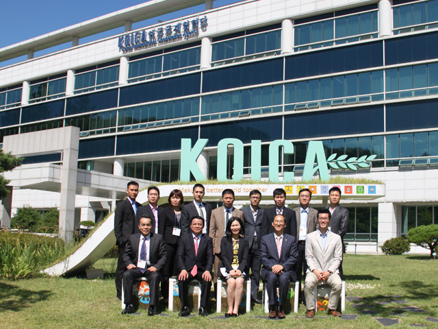 The delegation took the memorial photograph with Mrs. Kang Youn Hwa - Director for KOICA Southeast Asia Team Program of the KOICA