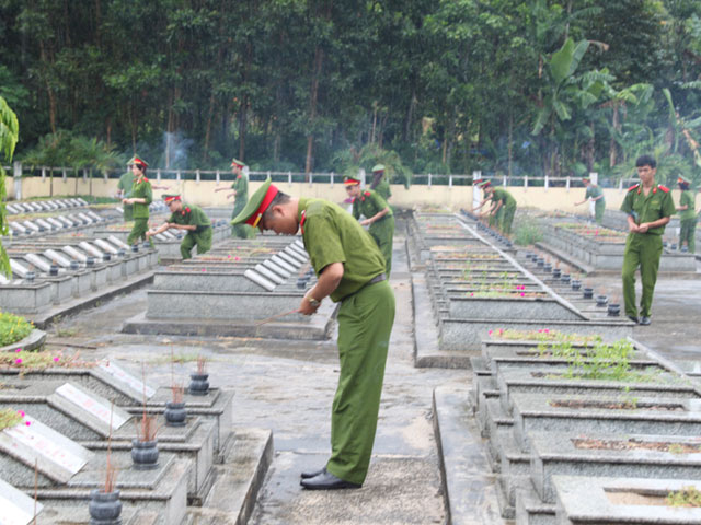 Youth Union of PPA incensed at martyrs' grave