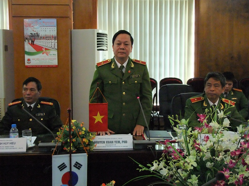 Major General, Prof.Dr Nguyen Xuan Yem, Director of the PPA speak at the signing ceremony