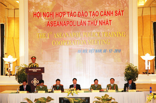 "The 1st ASEANAPOL Police training Cooperation Meeting with the theme ""Police training cooperation before an increase of non-traditional crimes in the ASEAN region"" opened on December 8th, 2010 at the Daewoo Hotel in Hanoi"