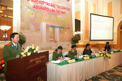 Major General, Pro.Dr. Nguyen Xuan Yem, Director of the People's Police Academy, spoke to open the meeting