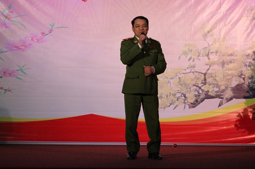 "Major General, Dr. Dang Xuan Khang, Vice President of the PPA with the song ""Hello"""