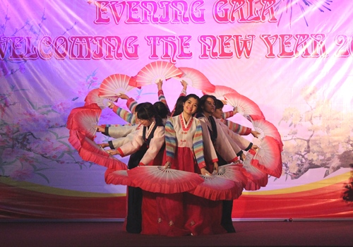 Students of Korean Language Department – University of Languages and International Studies, Vietnam National University performed the Korean traditional dance