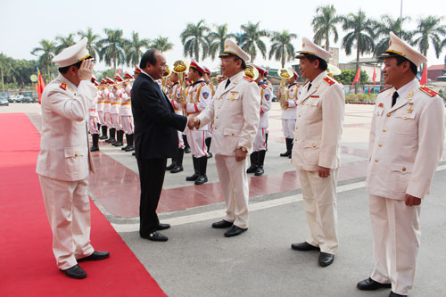 Deputy Prime Minister of the S.R.V Nguyen Xuan Phuc congratulated the officers, teachers of the Academy.