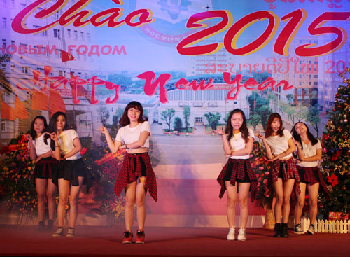 Dancing performance of Kpop group dance from the Korean Cultural Center in Vietnam
