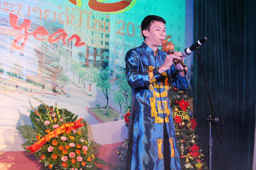 "Traditional music instrument ""Northwest love melody"" from students of University of Military Culture and Art"