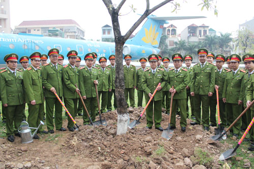The Directorate and officers, lecturers, students of the PPA responded actively Tree planting festival with the wish of building the PPA more Green - Clean - Beauty