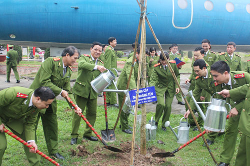 The leaders of the PPA, functional units and the Youth Union of the Academy responded the Tree planting festival