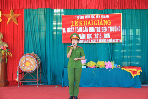 Students of the PPA exchanged with the teachers and pupils of Yen Quang primary school