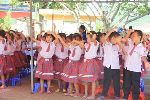 The happiness and eagerness of the children in the first day of school
