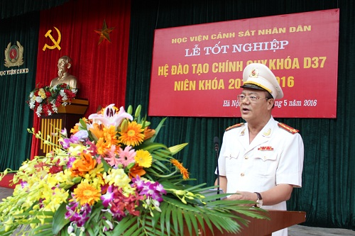 Senior Colonel, Assoc.Prof.Dr. Tran Minh Chat, Vice President of the PPA delivered the speech at the Graduation Ceremony