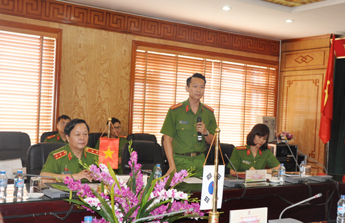 "Leader of Center for Archives and Library reported the progress of the Project ""Establishment of E-Library at People's Police Academy"""