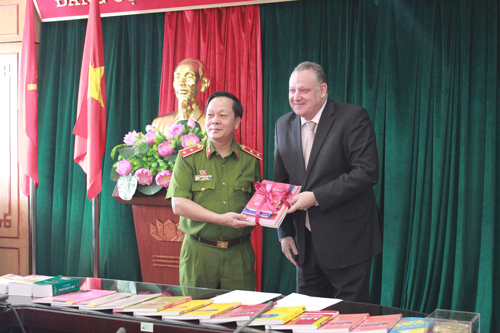 4. Mr. Pierre Guiton presented books for Le Quan library of the PPA.