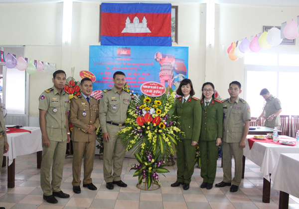 Representatives of functional units of PPA congratulated the Cambodian students.