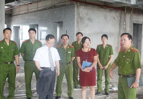 Đoàn đại biểu Cơ quan Hợp tác quốc tế Hàn Quốc tại Việt Nam thăm quan tầng 9 và 10 - Thư viện Nghiệp vụ Cảnh sát, khu vực xây dựng Thư viện điện tử