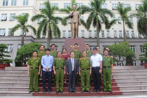Lãnh đạo Học viện CSND chụp ảnh lưu niệm cùng đoàn đại biểu Cơ quan Hợp tác quốc tế Hàn Quốc tại Việt Nam