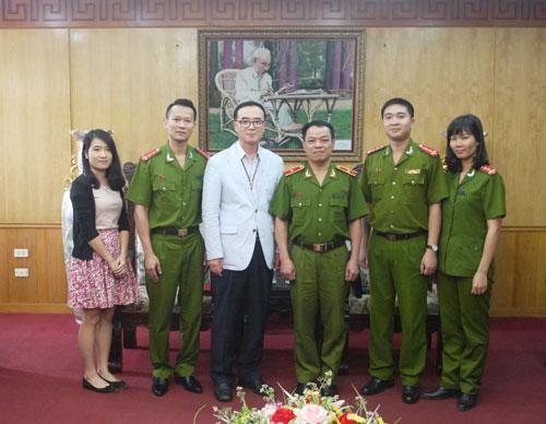 Đồng chí Thiếu tướng TS. Đặng Xuân Khang tiếp xã giao Giám đốc Trung tâm văn hóa Hàn Quốc tại Việt Nam