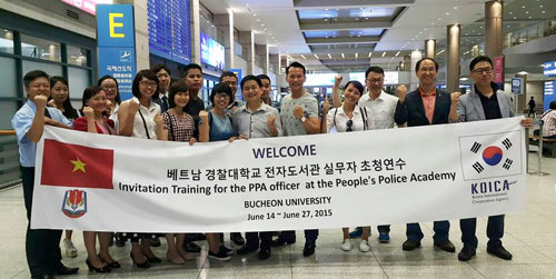 Đoàn cán bộ Học viện CSND tham gia tập huấn về Dự án Xây dựng Thư viện điện tử đã nhận được sự đón tiếp nồng hậu tại sân bay Incheon, Hàn Quốc