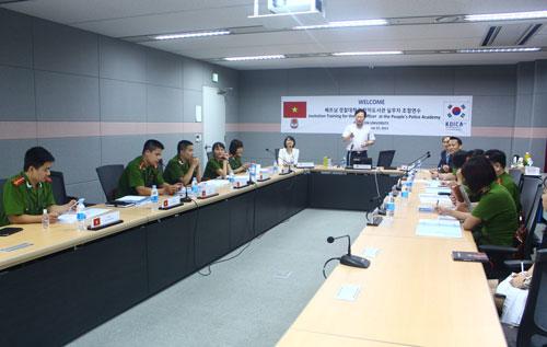 Toàn cảnh buổi làm việc với KOICA về Khóa tập huấn dành cho cán bộ Học viện CSND tham gia Dự án Xây dựng Thư viện điện tử