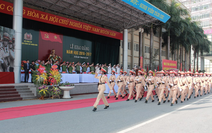 The female traffic police paraded at the Opening Ceremony