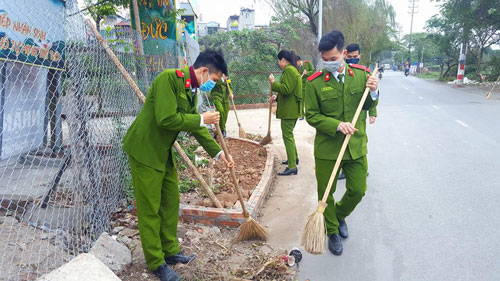 The students of course D41 cleaned the areas inside and outside the PPA