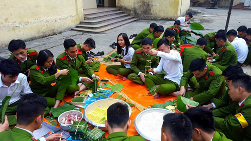 Making Chung cake is expecting activity on the occasion of Tet holiday
