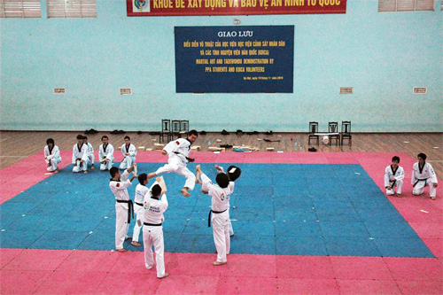 Chương trình Giao lưu biễu diễn võ thuật Taekwondo giữa học viên Học viện CSND và Đội Tình nguyện viên Hàn Quốc vào năm 2010