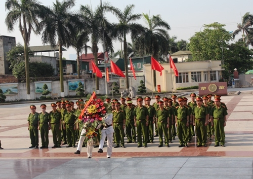 The PPA's Party Committee, Directorate and leaders of the functional units offered the flowers and incense at the President Ho Chi Minh statue