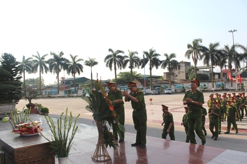 The PPA's Party Committee, Directorate and leaders of the functional units offered incense at the President Ho Chi Minh statue