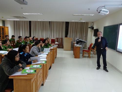 Chuyên gia IT Hàn Quốc giảng dạy lớp tiếng Hàn