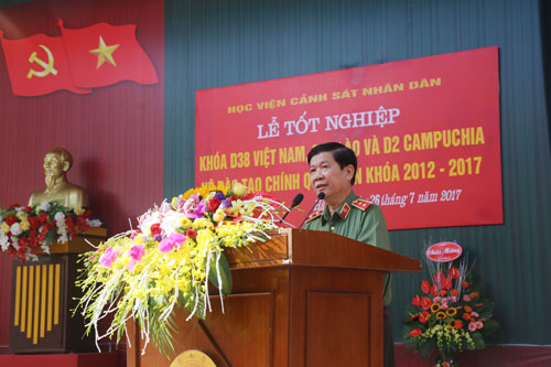 Lieutenant General Nguyen Van Son - Deputy Minister of Public Security spoke at the graduation ceremony