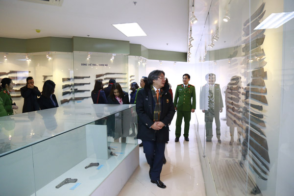 Delegates of the Vietnam - Germany Friendship Hospital visited the traditional room of the PPA.