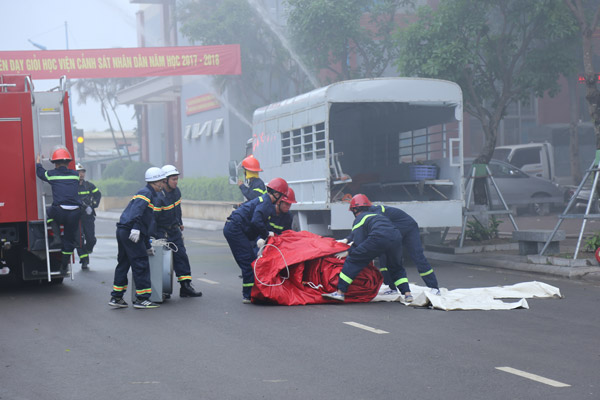 Fire trucks equipped buffer to rescue the stranded victims