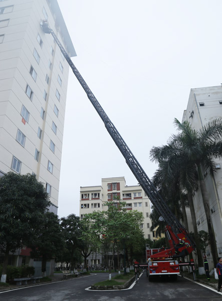 The ladder truck deploys the ladder to reach the top of the building to rescue the victims