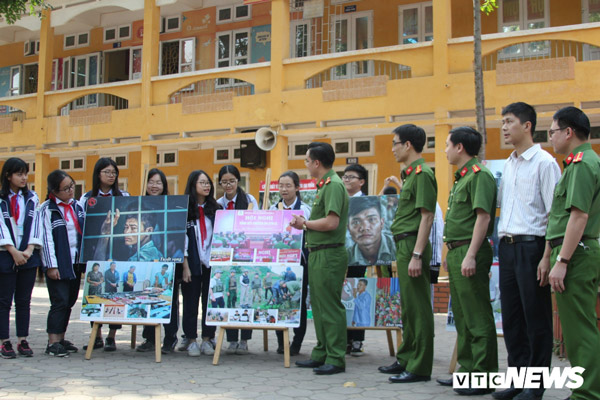 The program has participation of 1,700 pupils and teachers of Nguyen Truong To Secondary School