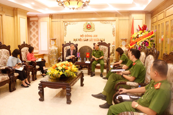 British Ambassador to Vietnam visits People's Police Academy