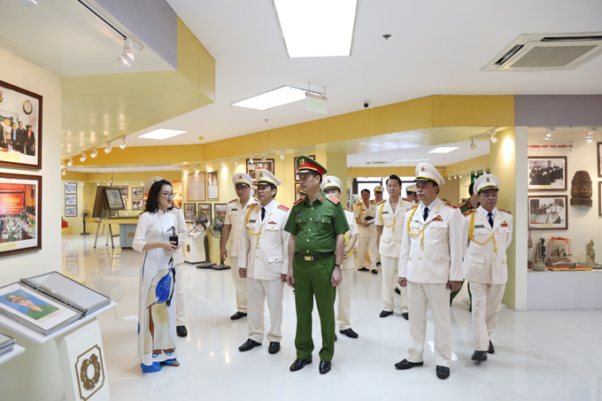 Deputy Minister Nguyen Duy Ngoc visited the PPA's Museum