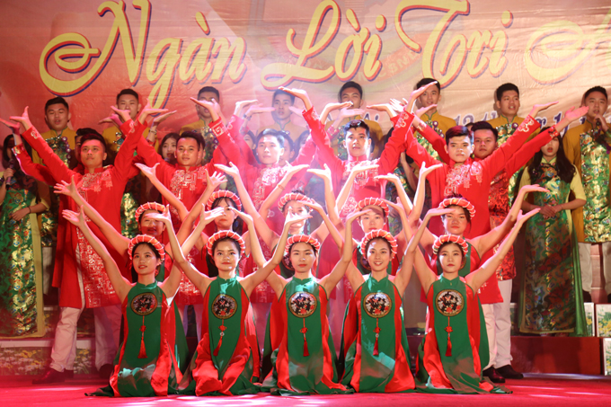 The proud melody of the scared land of Thang Long performed by students of course D42, the PPA