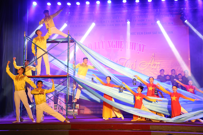 "Dance performance, titled ""Illuminate"", performed by students of course D43, the PPA"