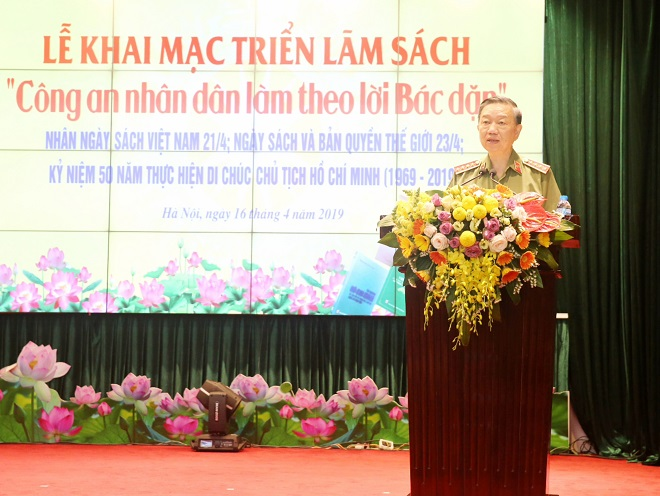 General To Lam stresses importance of reading books